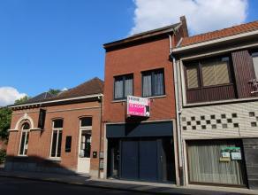 Handelspand met aparte woonst gelegen in het centrum van Beveren op 100m van de Grote Markt. Ook geschikt als kantoor of praktijkruimte.  <br /> Op h