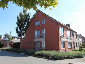 Deze goed onderhouden, op te frissen woning ligt in een rustige verkaveling nabij het centrum van Beveren. Op het gelijkvloers vinden we een inkomhal