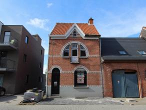 Deze karaktervolle woning, gelegen in het centrum van Beveren, is een mooi renovatieproject.  De renovatieplannen van de architect liggen ter inzage b