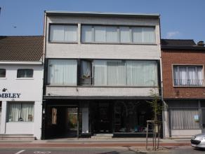 Dit zeer ruim duplexappartement is gelegen in het centrum van Beveren!  <br /> Het appartement is als volgt ingedeeld: op het gelijkvloers een ruime i