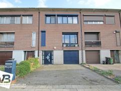Centraal gelegen bel-étage met 3 slaapkamers en aangename ZO-tuin!  Deze instapklare woning is centraal gelegen ten opzichte van diverse uitv