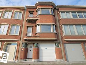 Mooie en verzorgde woning op centrale locatie te Wilrijk!  Deze ruime en lichte bel-étage-woning beschikt op het gelijkvloers over een ruime