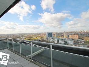 Appartement in goede staat te Borgerhout met prachtig uitzicht (18de verdieping) over stad Antwerpen.  Dit appartement geniet volgende indeling: