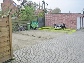 Staanplaats te huur of te koop. Op een uiterst centrale locatie te Deurne. Staanplaats op afgesloten binnengebied in open lucht. Inrijpoort vooraan