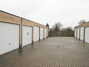 Garagebox te huur op centrale locatie te Deurne!<br /> <br /> Deze box geniet standaard afmetingen en een kantelpoort.<br /> <br /> Voor meer informat