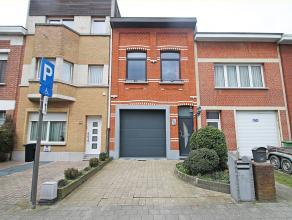 Eengezinswoning met drie slaapkamers (mogelijkheid tot vijf slpk) en inpandige garage op centrale locatie te Deurne.<br /> <br /> Deze woning geniet o