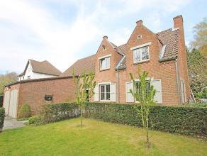 Mooie en grotendeels gerenoveerde villa op residentiële toplocatie in Mortsel!<br /> <br /> Deze uiterst charmante woning beschikt op de gelijkvl