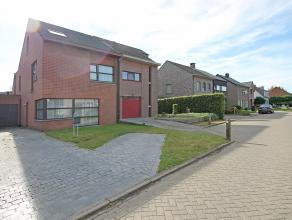 Prachtige halfopen ééngezinswoning met 4 slaapkamers, garage en zuidoost-georiënteerde tuin op een toplocatie te Wommelgem!<br /> <