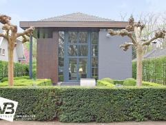Uitstekend gelegen kantoorgebouw met privé parking en prachtige tuin.  Dit mooie kantoorgebouw beschikt over volgende indeling:   Op het ge