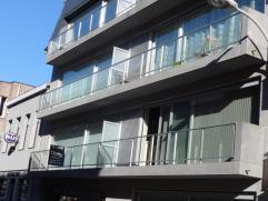 Modern, comfortabel nieuwbouw appartement in het centrum van Deinze.  Op het gelijkvloers 1 slaapkamer, living, eetplaats, ingerichte keuken, ruime ba