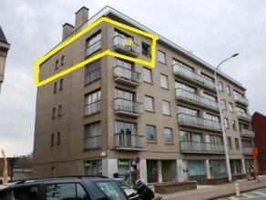 Gezellig appartement (4de verdiep) op wandelafstand van het centrum. Appartement omvattende inkomhal, 2 slaapkamers, badkamer (bad - lavabo), apart to
