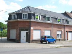 Ruime 2-woonst, gelegen nabij autosnelwegen, tal van winkels, scholen, Stad Aalst, ....  Woning omvattende op het glvl.: inkomhal, leefruimte, 2 slaap