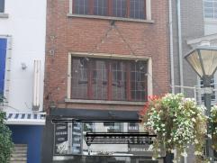 Te renoveren woning met aangename stadstuin in het centrum ! Woning (voorheen handelspand) met veel potentieel ! Woning omvattende: winkel/praktijkrui