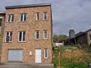 GRACE-HOLLOGNE: Au calme, à proximité de toutes les commodités, maison 3 façades avec partie de terrain sur le côt&e