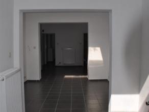 GRACE-HOLLOGNE (Pérou): Habitation entièrement rénovée en 2014, comprenant trois chambres. Idéal pour un jeune coup