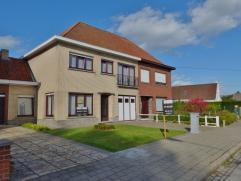 Ruime gezinswoning met 4slaapkamers. Prachtige grote kamers, woonkamer, praktische garage en een mooi aangelegde zonnige tuin! Een gezellige inkom bre