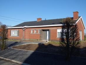 Gezinswoning te huur Deze eigendom is gelegen in een rustige en kindvriendelijke buurt. drie slaapkamers, badkamer, apart toilet, ruime living, aparte