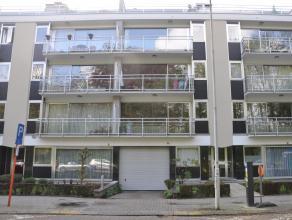 Goed gelegen appartement op de derde verdieping (met lift) nabij centrum Lier en zich op het park. Het appartement omvat: keuken, grote living, 3 slaa