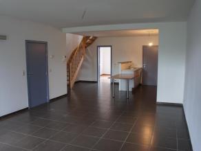Gerenoveerd appartement met 4 slaapkamers gelegen in het centrum van Lier. Dit dakappartement biedt op het gelijkvloers een ruime keuken en living met