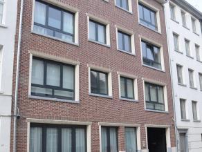 Nieuwbouw duplexappartement met autostaanplaats te huur in hartje Lier, Omvattende: 3 slaapkamers, open keuken met ingebouwde toestellen, 2 badkamers