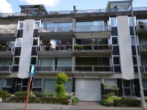 Goed gelegen appartement op de derde verdieping nabij centrum Lier en zich op het park. Het appartement omvat: keuken, grote living, 3 slaapkamers, ba