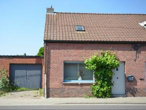Leuke woning nabij het centrum van Nijlen en dicht bij openbaar vervoer. Deze woning is volledig gerenoveerd, instapklaar en omvat een inkom, living,