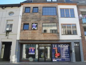 Ruim en recent appartement in het centrum van Herentals met ruim terras en autostaanplaats. Dit appartement bestaat uit een ruime leefruimte met open