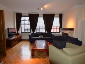 Ruim appartement op de derde verdieping (met lift) in het centrum van Lier. Het appartement omvat een inkomhal, apart toilet, keuken, afzonderlijke be