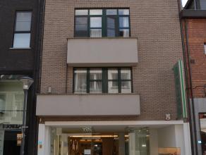 Prachtig appartement met 2 slaapkamers en ruim terras in hartje Herentals. Dit appartement bestaat uit inkomhal/ nachthal met apart toilet en ingemaak