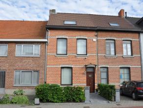 Mooie charmante woning met 4 ruime slaapkamers en prachtige tuin met wellness vlakbij centrum Wommelgem. Indeling: op het gelijkvloers een authentieke