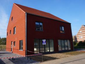 2 moderne energiezuinige woningen in het centrum van Olen. Het project vormt een geheel van 4 halfopen woningen welke volledig & instapklaar worde