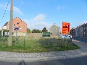 Goed gelegen bouwgrond voor open bebouwing of eventueel mogelijkheid tot bouwen van 3 appartementen (3 bouwlagen), totale perceel oppervlakte van 5a 7