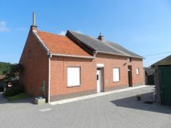 Zeer rustig gelegen hoeve met bijgebouwen te Budingen, Tien Bundersweg 1. Perceel oppervlakte 11 are 54 ca. Het huis omvat een woonkamer, eetplaats, k
