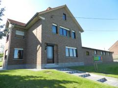 Landelijke woning met weiland, gelegen langs de Bergstraat 8 te Glabbeek, totale perceeloppervlakte van 1ha 56a en 60ca, KI 1457euro. De woning omvat