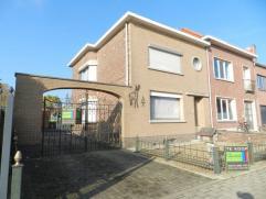 Mooie halfopen bebouwing met garage en grote tuin, gelegen langs de Kauterstraat 39 te Tienen/Kumtich, totale perceeloppervlakte van 8a 83ca. Deze won
