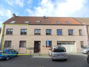 Duplex appartement in perfecte staat, gelegen in de Verlatstraat te Tienen, gelijkvloers en eerste verdiep. Omvattende een hall, afzonderlijk toilet,