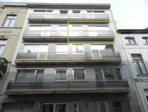 Instapklaar appartement met terras, gelegen te Tienen, Delportestraat 43 bus 7, 3e verdieping. Dit appartement beschikt over een inkomhal met nachthal