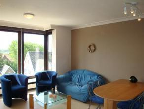 Uiterst zonnig appartement gelegen op een boogscheut van het strand. Dit GEMEUBELD appartement bestaat uit een woonkamer met open ingerichte keuken, e