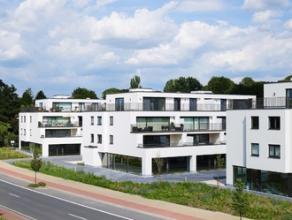 Zeer goed gelegen winkelpand te Merelbeke (Hundegemsesteenweg), ondergebracht in een prachtige nieuwbouwconstructie, vlakbij de R4, de oprit van de E1