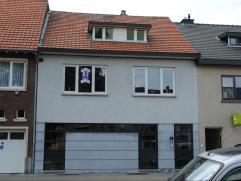 Opbrengstwoning met gelijkvloers handelpand met woonruimte en appartement op verdieping. Handelsruimte van 55m2 net achterliggende woonruimte en tuin