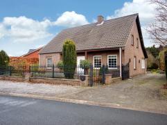 algemeen: ruime vrijstaande woning met tuin (1987 ; perceel: 8,42a) ; rustig gelegen nabij het centrum van Maaseik EPC= 238 kWh/m². indeling: Niv