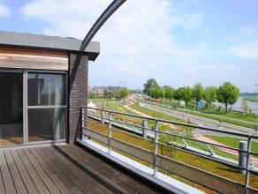 Prachtig instapklaar appartement met zicht op de Maas! Gelegen op de 2de verdieping. Lift aanwezig. Ruim terras met buitenberging. Ondersgrondse garag