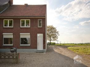 Deze te renoveren woning met tuin & aanhorigheden is gelegen langs de hoofdverbindingsweg tussen Maaseik en Kessenich. Het stadscentrum, scholen e