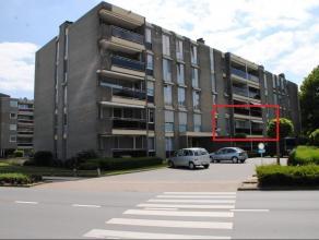 Zeer ruim appartement van ca. 135m² op wandelafstand van het centrum van Maaseik. Lift aanwezig in het gebouw. Indeling: ruime inkomhal, woonkame