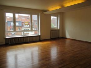 Sur la belle Avenue de Koekelberg agréable appartement 1ch avec balcon. Situé au 3ème étage/4 d'une petite copropri&eacute