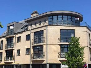 Ruim dakappartement in het centrum van Arendonk met inkomhal, riante living en eetkamer op parketvloer, wasplaats, keuken, gastentoilet, 3 slaapkamers