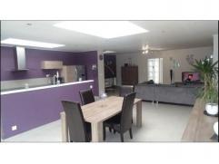ENTIEREMENT RENOVEE avec matériaux de qualité ! Splendide et spacieuse habitation comprenant : Hall, buanderie, wc séparé,