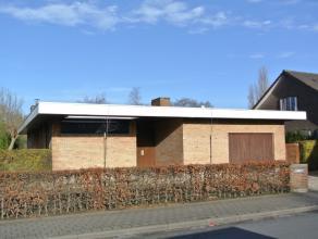 Leuke gezinswoning met veel lichtinval te Rumbeke (Roeselare).<br /> Open bebouwing met garage, 3 slaapkamers en ruime tuin.<br /> Gelegen vlakbij all