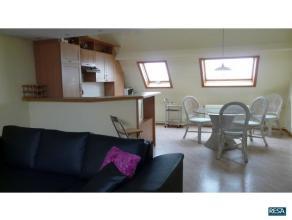 Compleet bemeubeld duplex appartement voorzien van alle comfort!!!Ruime inkom met gang dewelke toegang biedt tot de mooie living met aansluitende woon