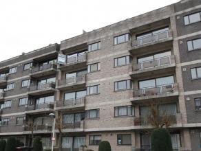 Recent appartement in doodlopende straat met 3-slpks en 2 badkamers. Zeer ruim appartement met riante inkomhal. Aangename living van 45 m² uitgev